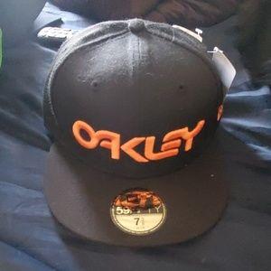 OAKLEY BRAND NEW HAT